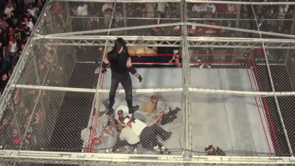 Mick Foley lors du Hell in a Cell